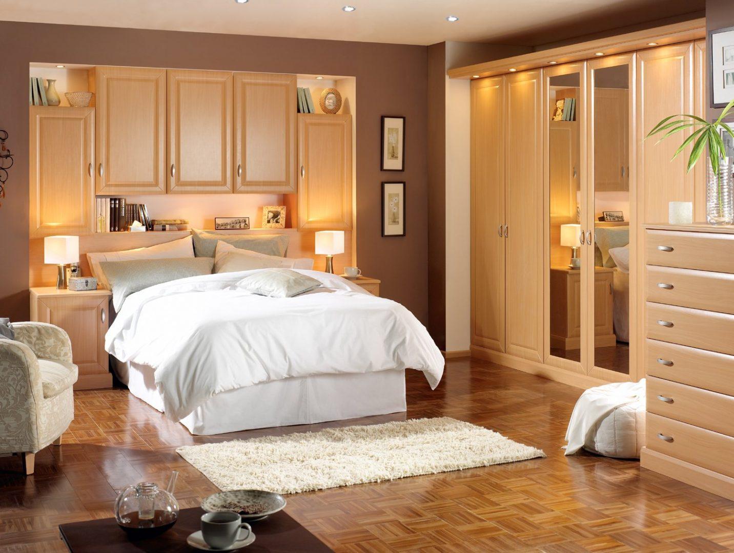 Dormitorio de matrimonio cl sico im genes y fotos - Visillos para dormitorios ...